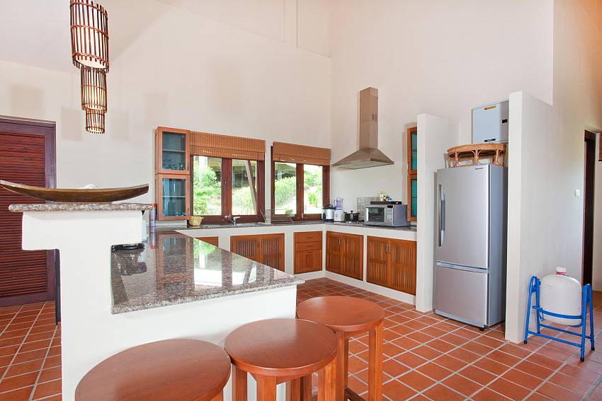 Modren Kitchen_baan-daeng_2-bedroom-villa_sea-viewsharted pool_ba-kangtian_koh-lanta_thailand