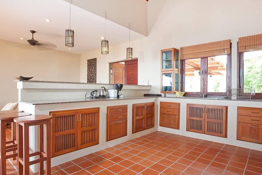 Bright and Spacious_baan-daeng_2-bedroom-villa_sea-viewsharted pool_ba-kangtian_koh-lanta_thailand