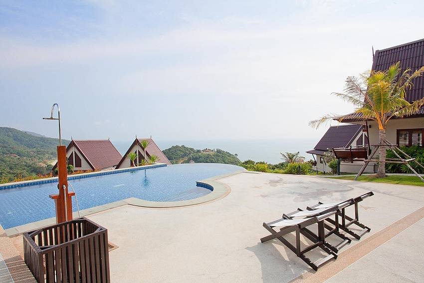 Shared Infinity Pool_baan-daeng_2-bedroom-villa_sea-viewsharted pool_ba-kangtian_koh-lanta_thailand