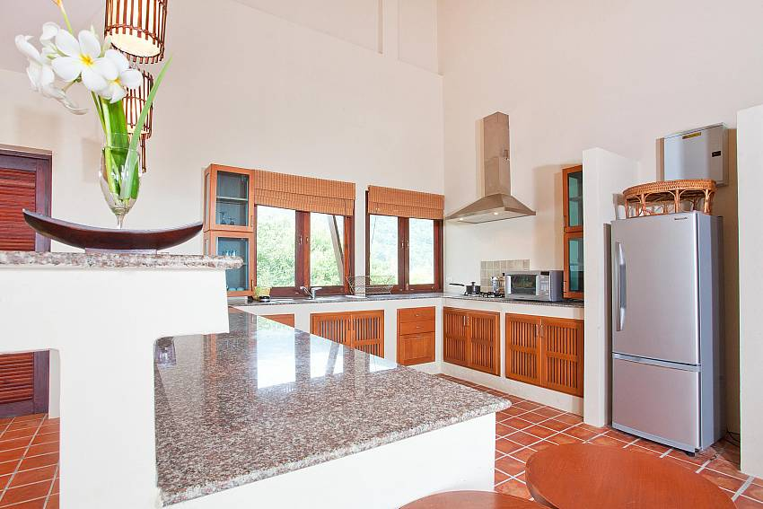 Modern Kitchen_baan-kiaow_2-bedroom-villa_shared-infinity-pool_sea-views_ba-kantiang_koh lanta_thailand