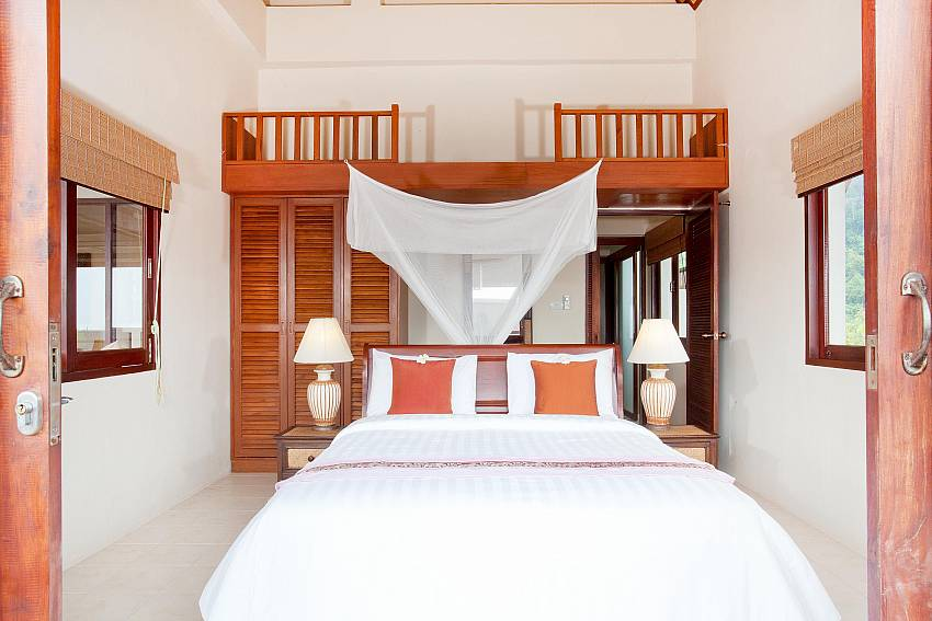 Bedroom 1_baan-kiaow_2-bedroom-villa_shared-infinity-pool_sea-views_ba-kantiang_koh lanta_thailand