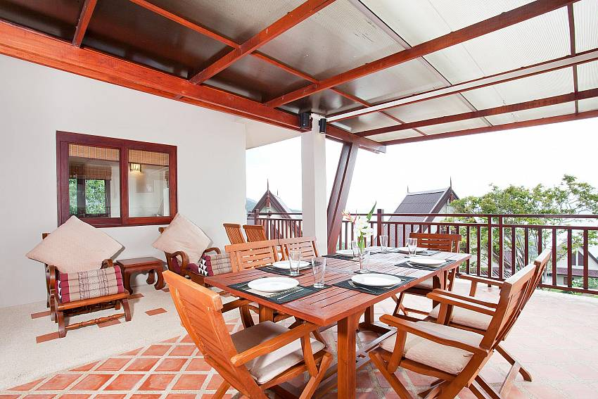 Al Fresco Dining on the Terrace_baan-kiaow_2-bedroom-villa_shared-infinity-pool_sea-views_ba-kantiang_koh lanta_thailand
