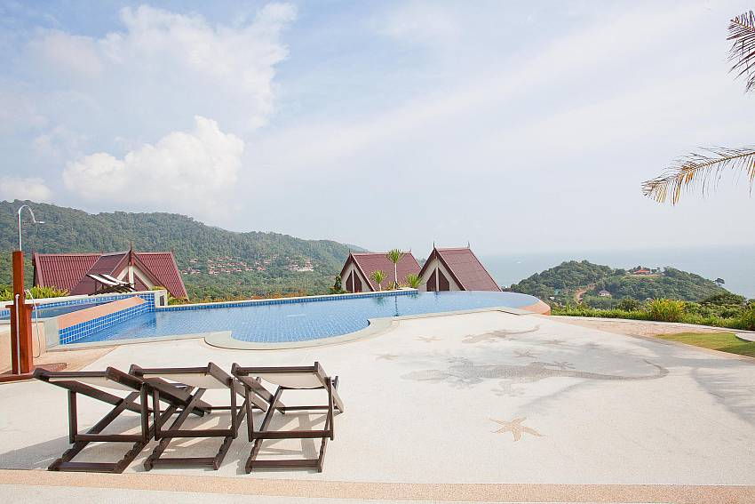 Infinity Pool_baan-kiaow_2-bedroom-villa_shared-infinity-pool_sea-views_ba-kantiang_koh lanta_thailand