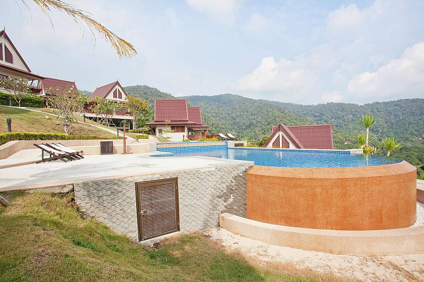 Pastoral Hilltop Setting_baan-kiaow_2-bedroom-villa_shared-infinity-pool_sea-views_ba-kantiang_koh lanta_thailand
