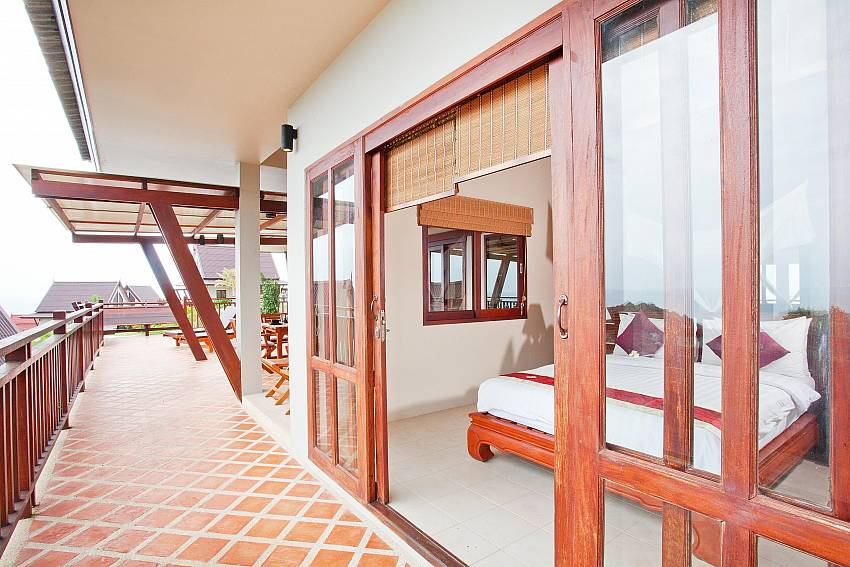 Balcony Terrace_baan-muang_2-bedroom-villa_shared-infinity-pool_sea-views_ba-kantiang_koh lanta_thailand