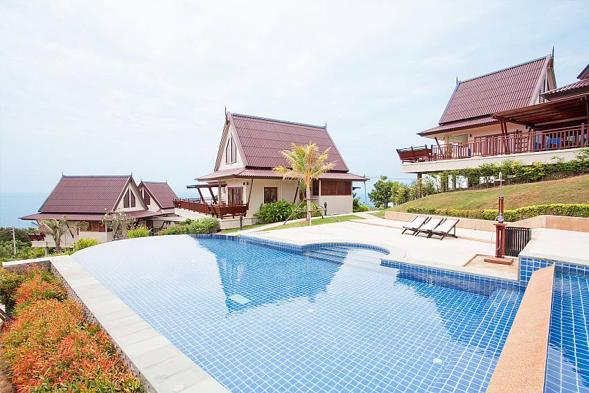 Infinity Pool_baan-muang_2-bedroom-villa_shared-infinity-pool_sea-views_ba-kantiang_koh lanta_thailand
