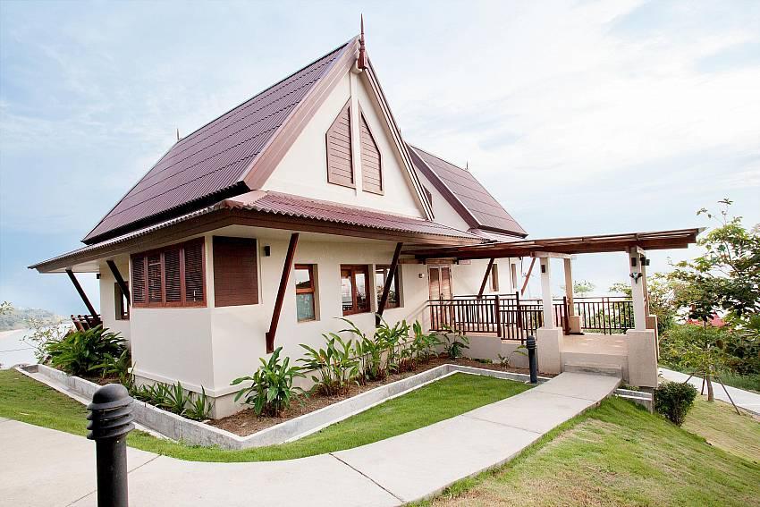 Baan Gaan_baan-gaan_2-bedroom-villa_shared-infinity-pool_sea-views_ba-kantiang_koh lanta_thailand