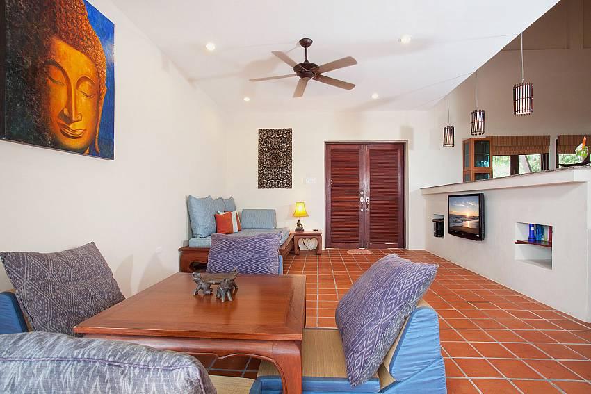 Lounge_baan-gaan_2-bedroom-villa_shared-infinity-pool_sea-views_ba-kantiang_koh lanta_thailand