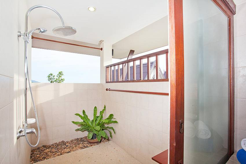 Private Outside Showering_baan-gaan_2-bedroom-villa_shared-infinity-pool_sea-views_ba-kantiang_koh lanta_thailand