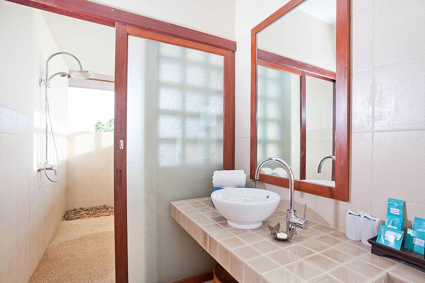 Modern Bathrooms_baan-gaan_2-bedroom-villa_shared-infinity-pool_sea-views_ba-kantiang_koh lanta_thailand