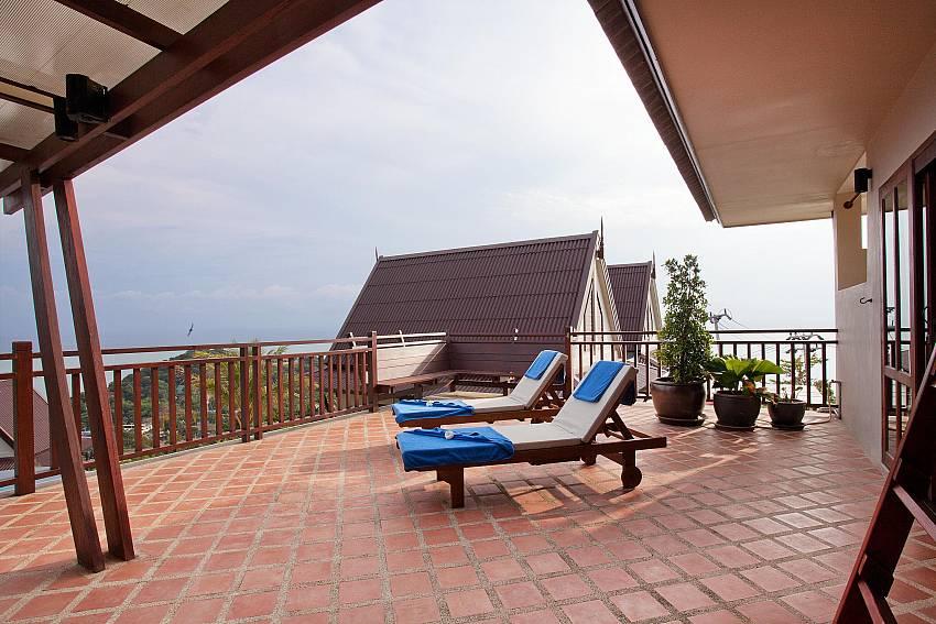 Sun lounging with Gorgeous Views_baan-gaan_2-bedroom-villa_shared-infinity-pool_sea-views_ba-kantiang_koh lanta_thailand