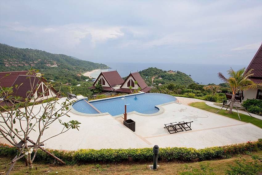 Infinity Pool_baan-gaan_2-bedroom-villa_shared-infinity-pool_sea-views_ba-kantiang_koh lanta_thailand