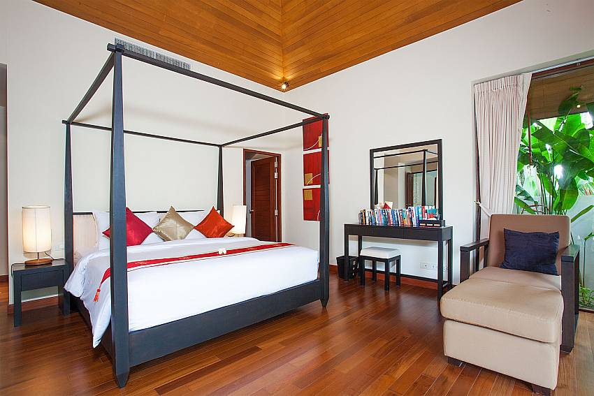 4 poster king-size bed at the master bedroom in Bang Tao Bali Villa Phuket