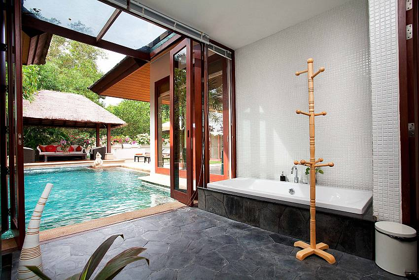 Master Bathroom_bang-tao-bali_3-bedroom-villa_private-pool_bang-tao_phuket
