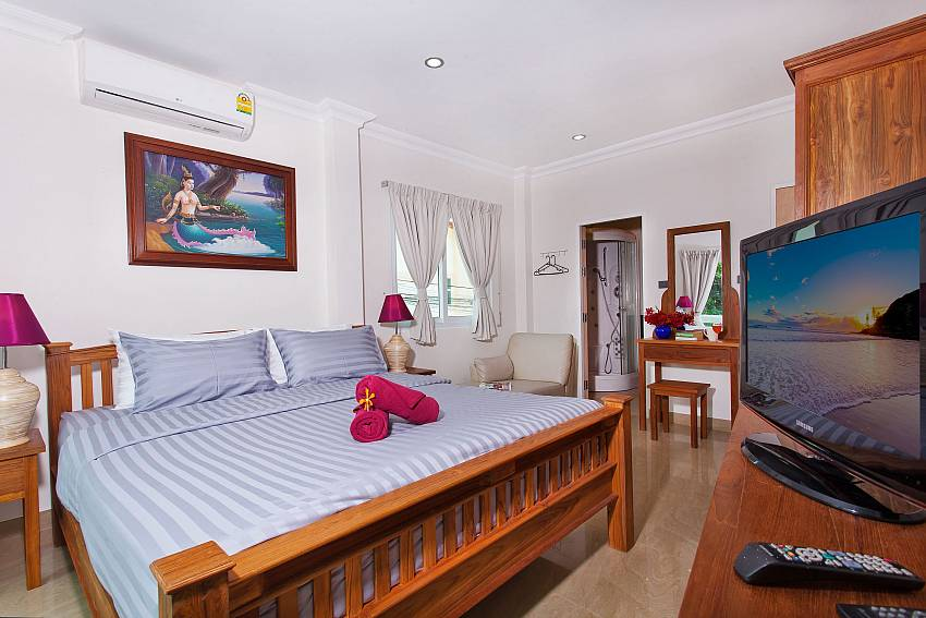 Main Bedroom with TV-Baan Nomella_luxury-villa_Pattaya