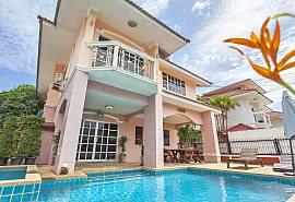 บ้านไพลิน - บ้านพักตากอากาศ 4 ห้องนอน พร้อมด้วยสระว่ายน้ำส่วนตัว ใกล้ชายหาดนาจอมเทียน พัทยา