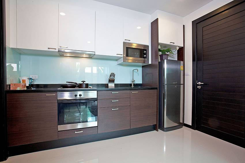 Modern Kitchen_kamala-chic_1-bedroom-apartment_shared-pool_kamala-beach_phuket_thailand