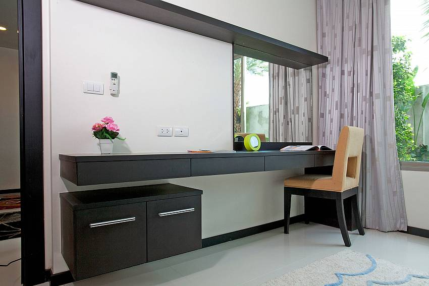 Dressing Table_kamala-chic_1-bedroom-apartment_shared-pool_kamala-beach_phuket_thailand