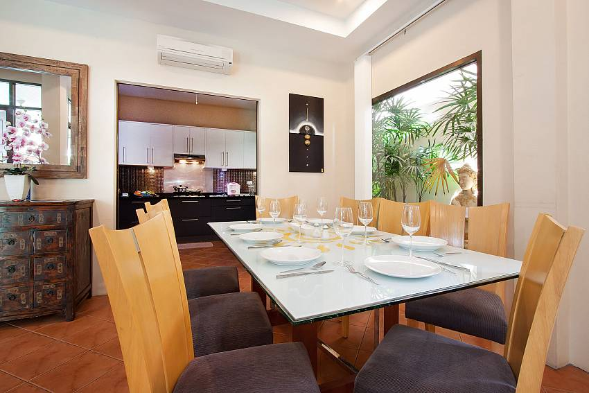 Dining Table for 8_sunny-villa_4-bedroom_villa_private-pool_jomtien_pattaya_thailand