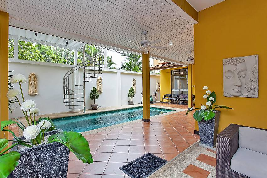 enjoy your private pool at Pattaya Jomtien Sunny Villa