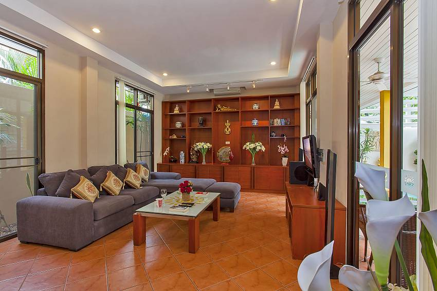 Spacious living area at Pattaya Sunny Villa in Jomtien