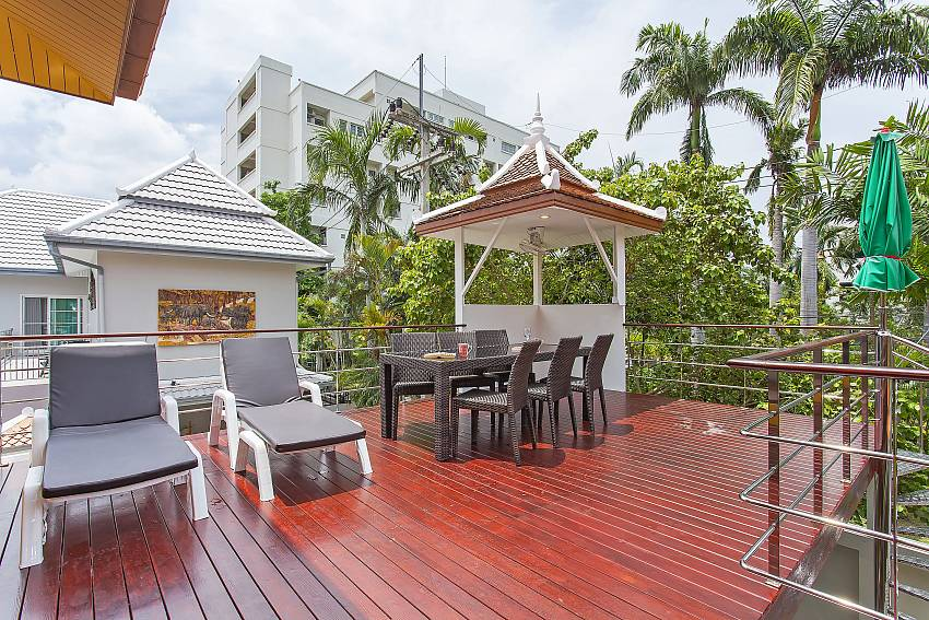 Big terrace with sunbeds and dining table at Pattaya Sunny Villa Jomtien