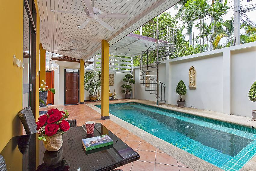 Complete privacy at the 4 bedroom Sunny Villa with pool in Pattaya