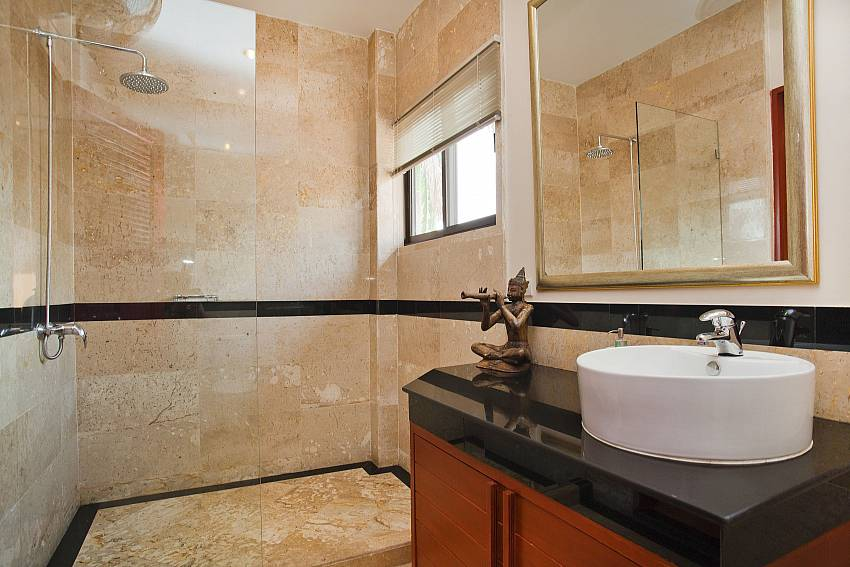 1. en suite bathroom at Jomtien Pattaya Sunny Villa