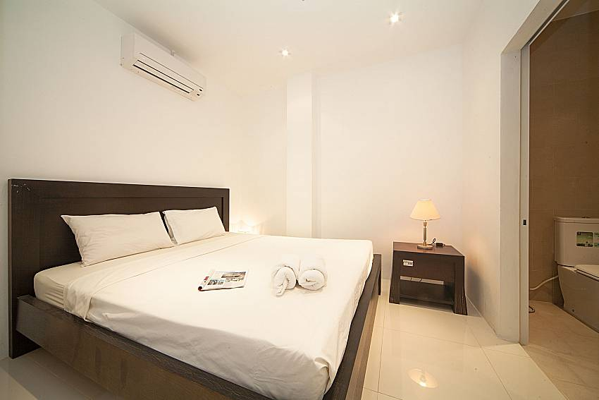 Bedroom with en suite bathroom Of Seductive Sunset Villa Patong (Third)