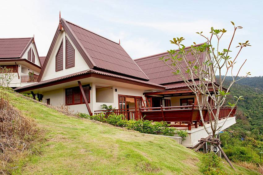 House with garden Of Baan Chompuu