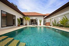 Modern 2 Bedroom Villa With Private Pool 400m from Cozy Beach