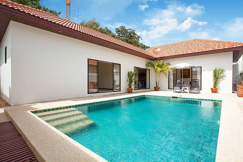 Private swimming pool at Insignia Villa in Pattaya