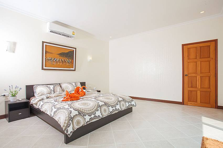 King-size bed in 2. bedroom of Insignia Villa Pattaya
