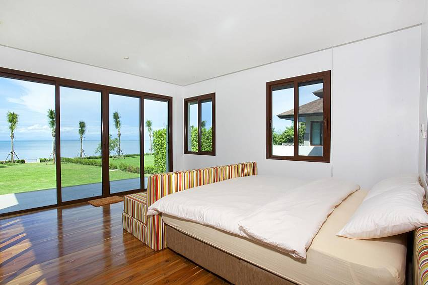 Bedroom see views with sofa Of Koh Chang Wave Villa A (Four)