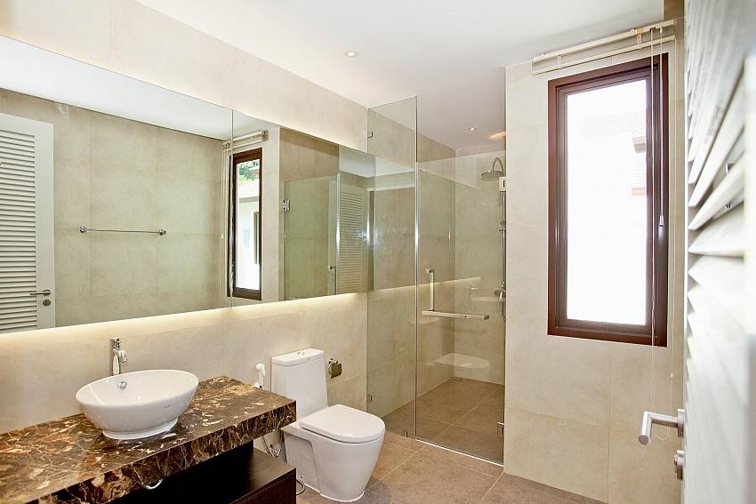 Toilet with basin wash Of Koh Chang Wave Villa A