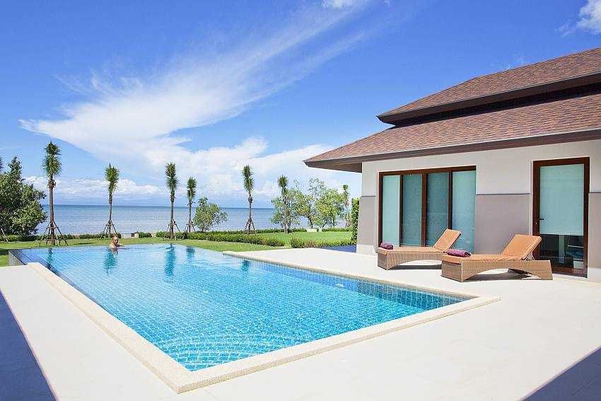Grand private pool by the sea at Koh Chang Wave Villa A