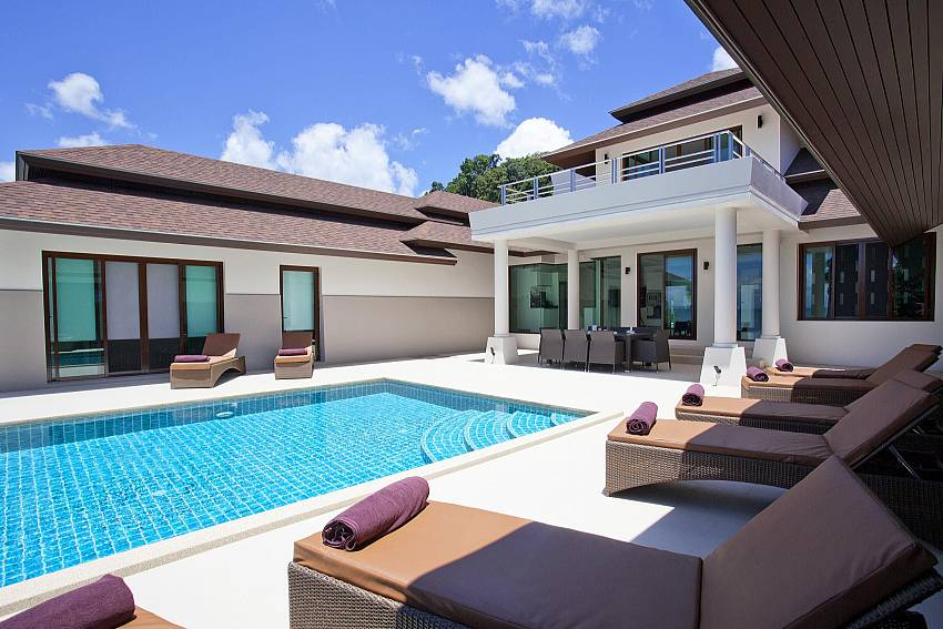 Sunny and shaded areas around the private pool in Koh Chang Wave Villa A