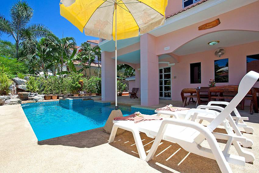Swimming Pool and Sundeck-Baan Phailin Villa_Jomtien_Pattaya_Thailand