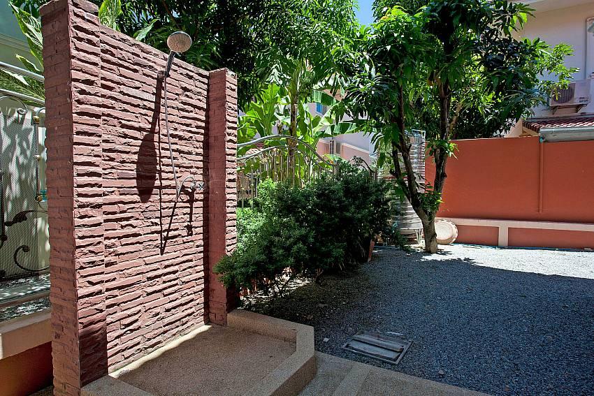 Pool Shower-Baan Phailin Villa_Jomtien_Pattaya_Thailand