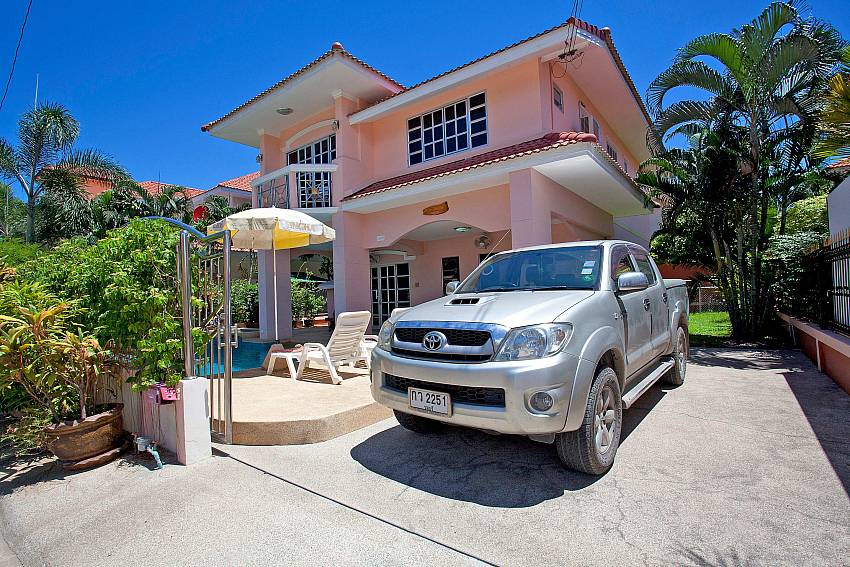 Easy Car Parking-Baan Phailin Villa_Jomtien_Pattaya_Thailand