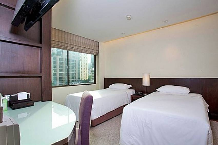 Double bedroom with TV Of Sala Daeng Deluxe Suite Room 605 (Second)