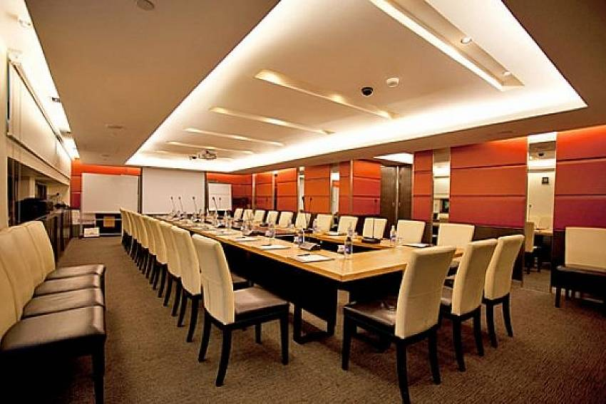 Meeting room Of Sala Daeng Deluxe Suite Room 605