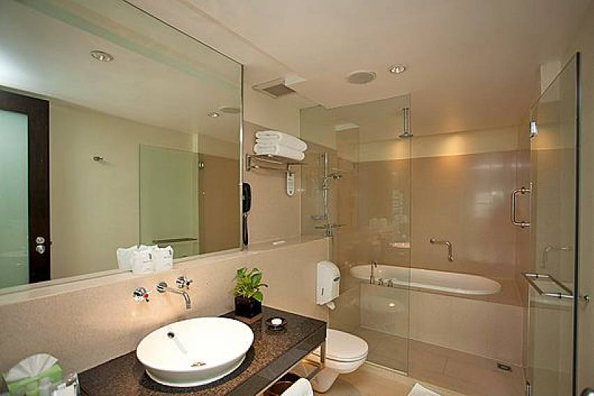 Bathroom design Of Sala Daeng Deluxe Suite Room 1207