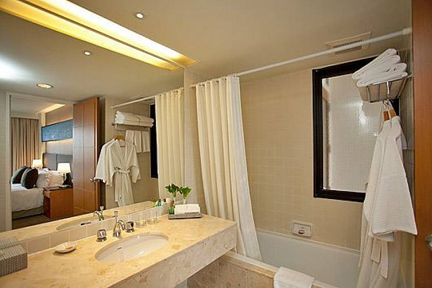 Bathroom in the bedroom Of Sathorn Suite Room 7073