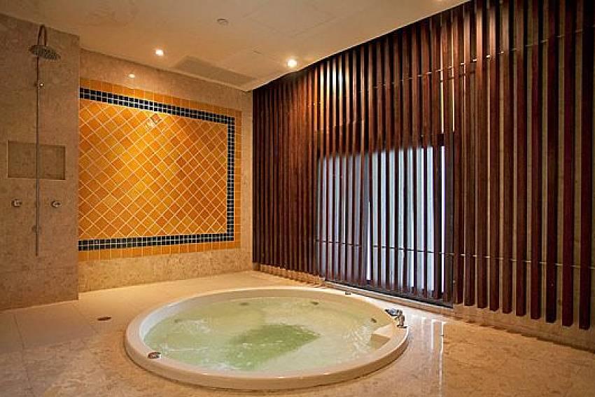Jacuzzi tub Of Sathorn Suite Room 7073