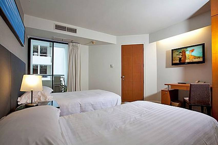 Double bedroom with TV Of Sathorn Suite Room 5151 (First)