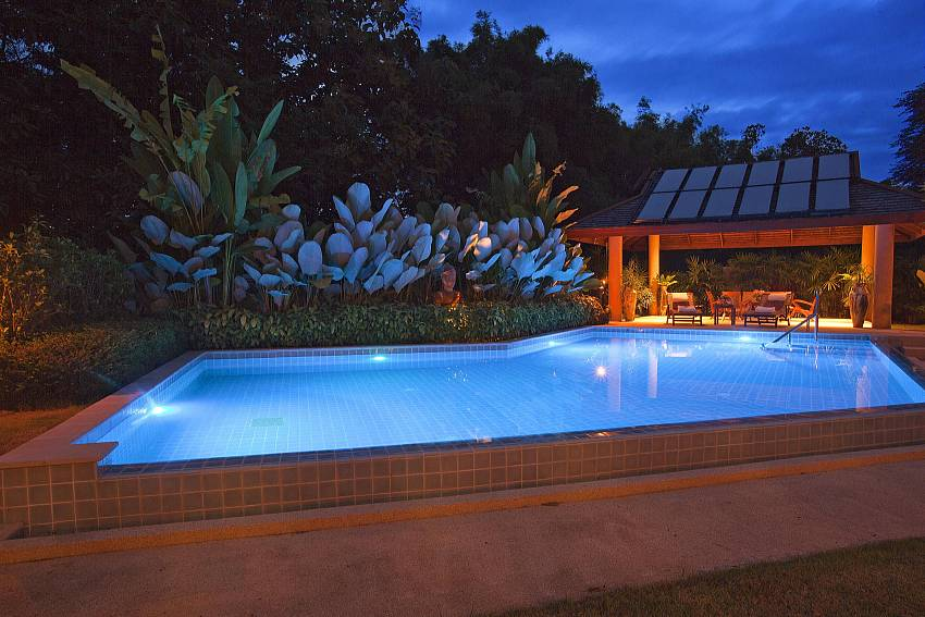 Midnight Swims Of Teak Villa Suandok