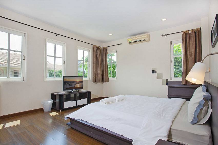 Bedroom views with TV Of Villa Bliss Jomtien Modern (First)