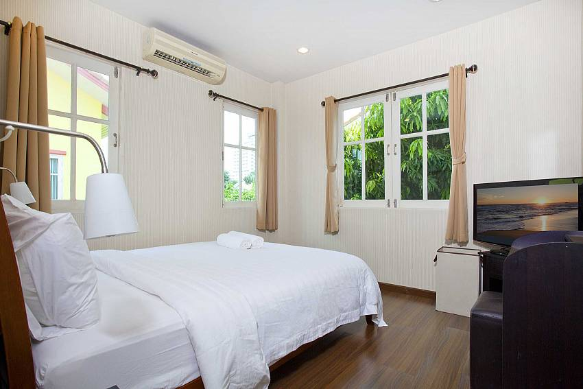 Bedroom views with TV Of Villa Bliss Jomtien Modern (Third)