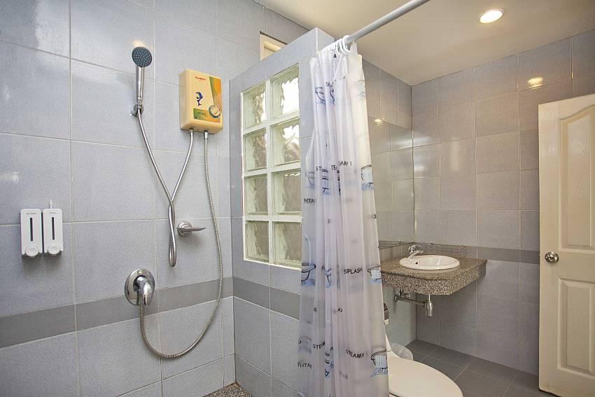 Shower Room Of Villa Bliss Jomtien Modern